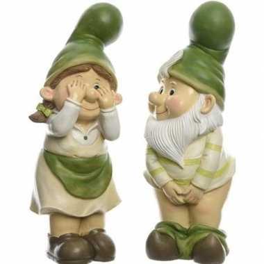 2x tuin decoratie beeld tuinkabouter vrouwtje die gluurt naar mannetje met blote kont 36 cm nieuwe woning/verhuizing cadeau