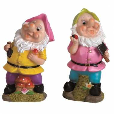 2x tuindecoratie beeldjes kabouters/dwergen 25 cm roze/groen tuinkabo