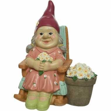 Tuin decoratie beeld tuinkabouter vrouwtje in schommelstoel 22 cm nieuwe woning/verhuizing cadeau