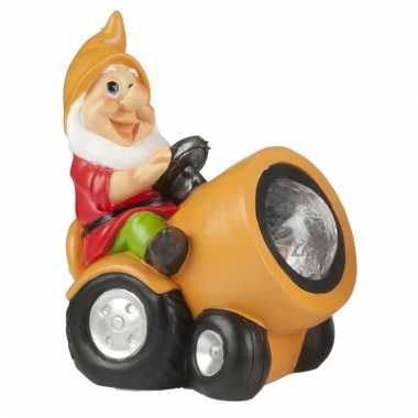 Tuinbeeld kabouter op oranje tracker met led-licht 18 cm tuinkabouter